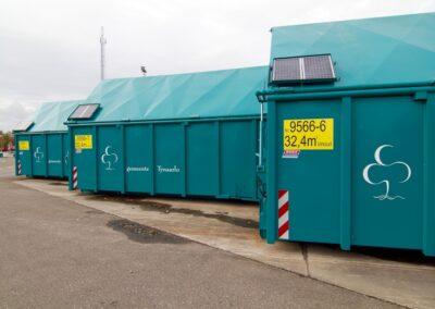 Zonnepanelen op container